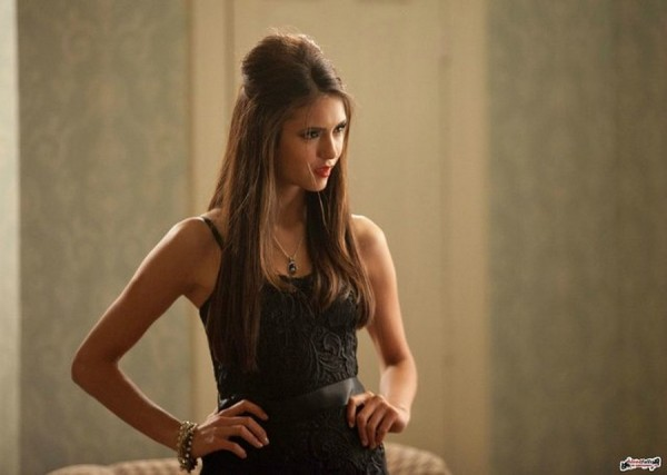 chemu uchat dnevniki vampira 2 23  600x427 custom «The Vampire Diaries»: Image of Attractive Evil for Youth