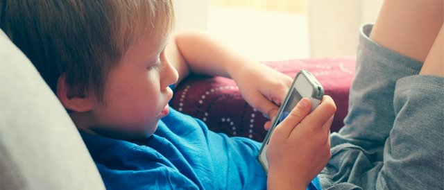 "mama mne skuchno day telefon 1 ""Mom, I am bored, give me your cell phone!"" How do children become dependent to gadgets?"
